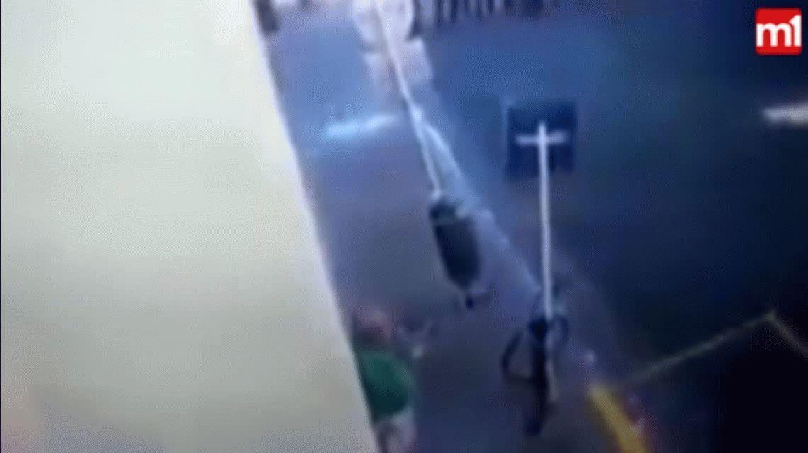 El video que más indigna: le tiraron gas cinco veces y le pegaron un palazo contra un jubilado