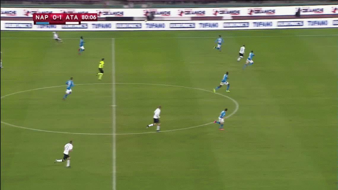 En la tierra santa de Diego, Papu Gómez hizo un gol maradoniano