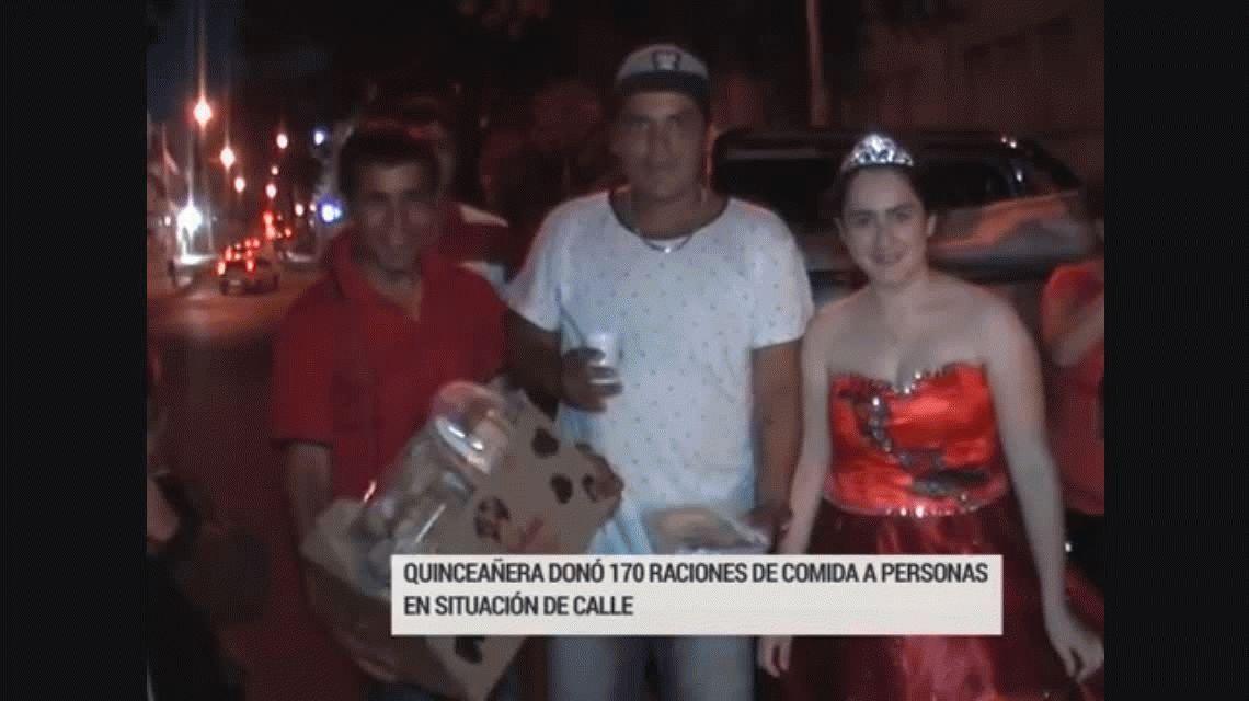 Con vestido y corona festejó sus 15 años repartiendo comida para gente en situación de calle