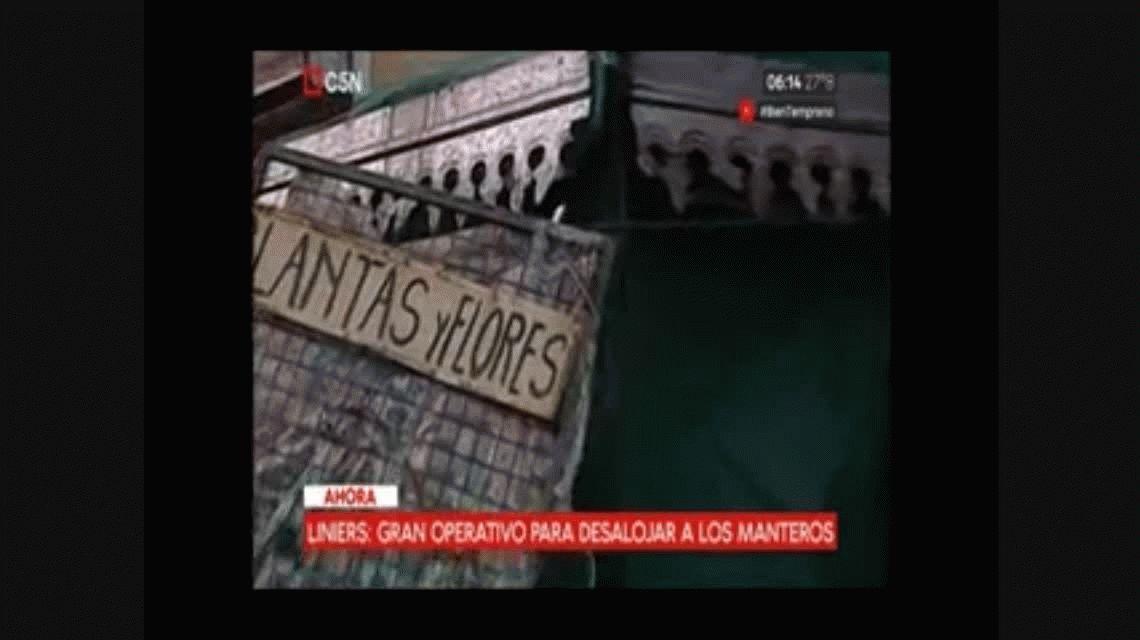 Liniers: policía de la Ciudad desalojó a los manteros