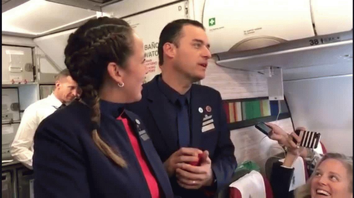 ¡Inédito! El Papa casó a una pareja en el avión que lo llevó a Iquique