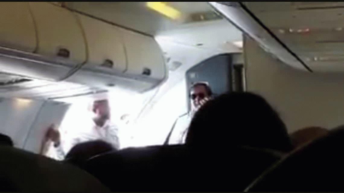 Disculpas por el vuelito: el anuncio del piloto a los pasajeros por la falla de FlyBondi