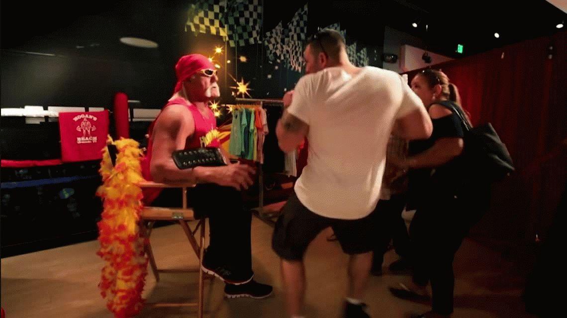 Hulk Hogan se hizo pasar por su propia estatua de cera para asustar a la gente