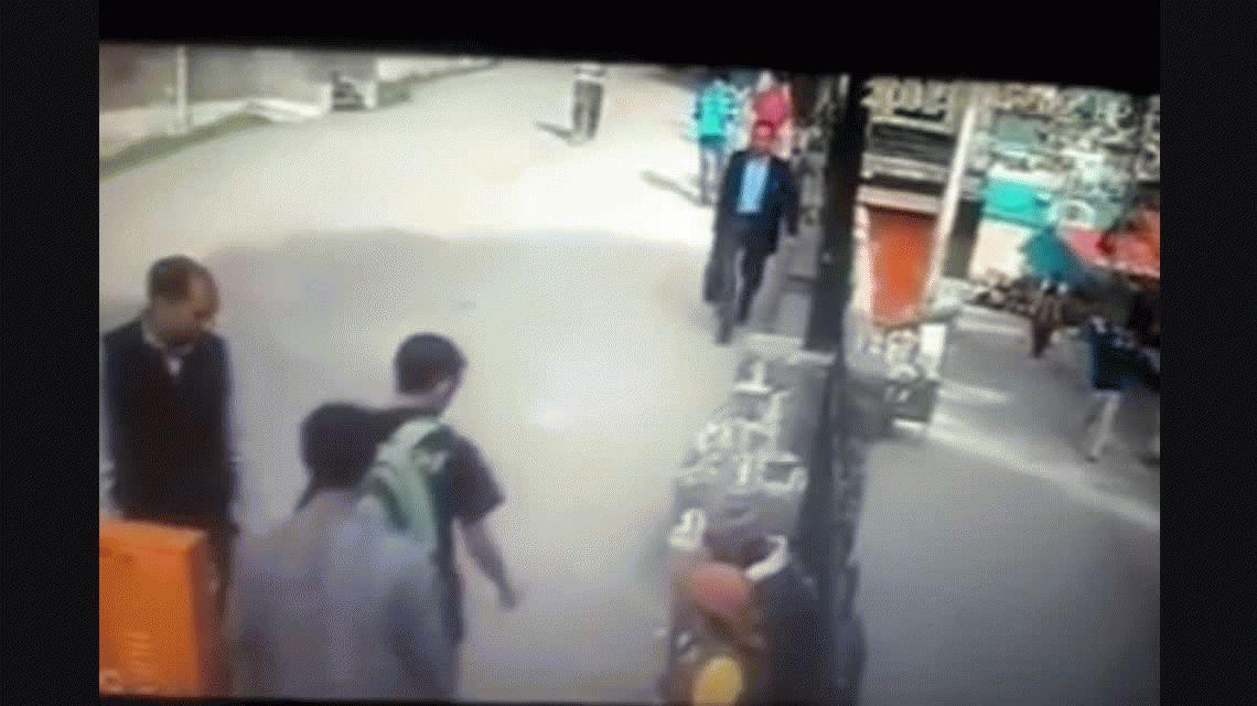 Kung Fu Mono: un primate agredió a un hombre por haberle hecho fuck you