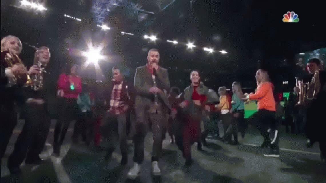 Super Bowl: Justin Timberlake se tomó una selfie con un fan en la tribuna
