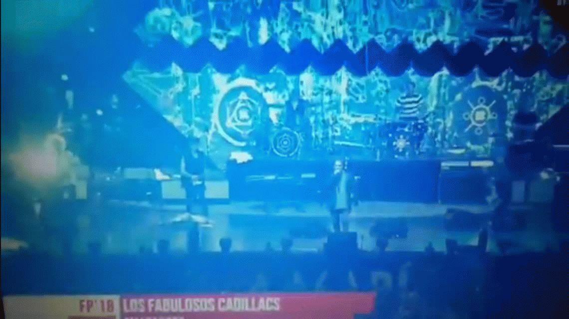 ¡Todos contra Boca! El polémico gesto de Vicentico durante un recital en Villa María
