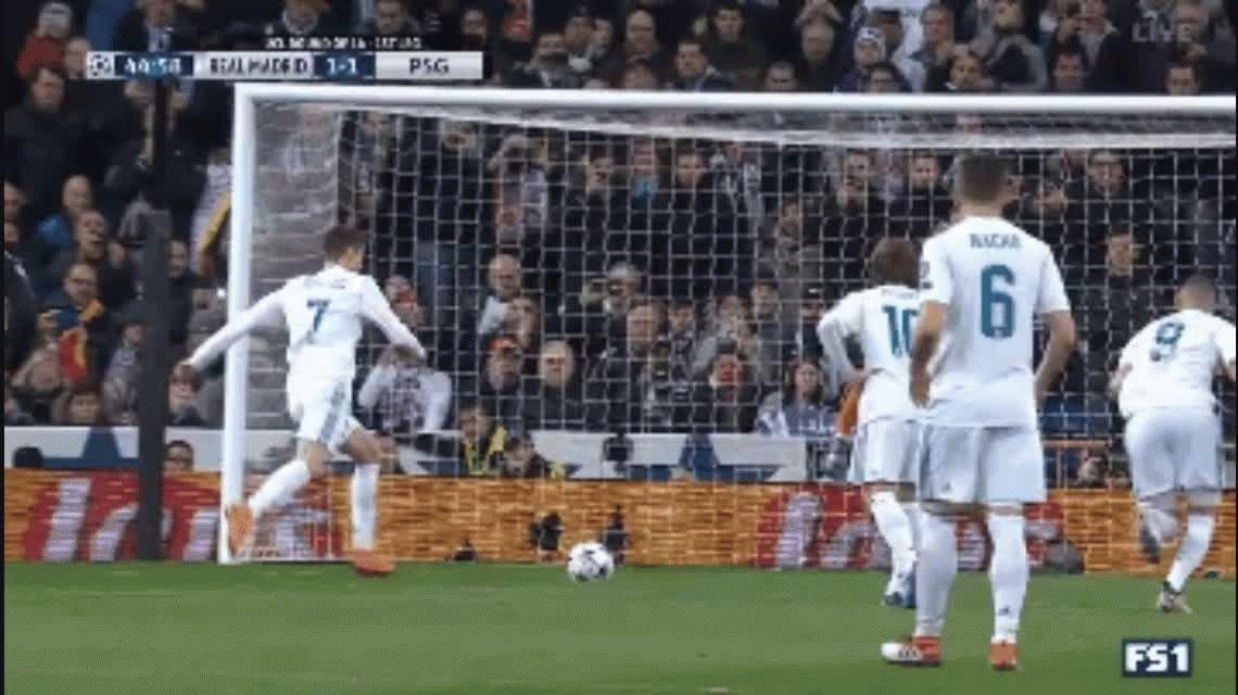 Creer o reventar: el truco de CR7 para hacer levitar la pelota antes de patear