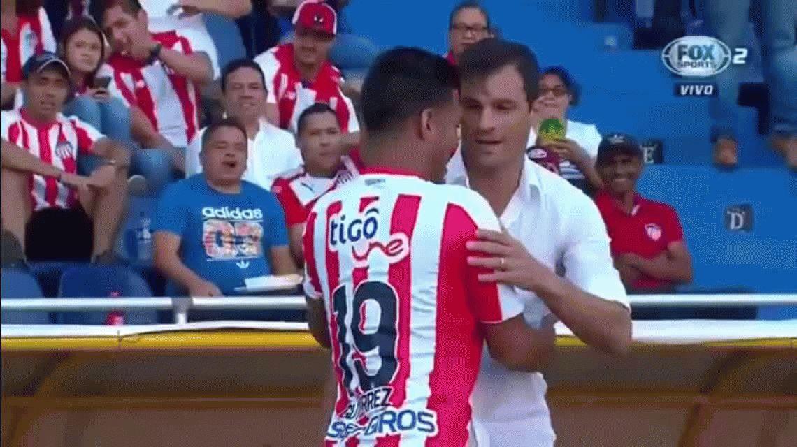 Teo Gutiérrez y Saja volvieron a saludarse después de la amenaza con un arma del colombiano