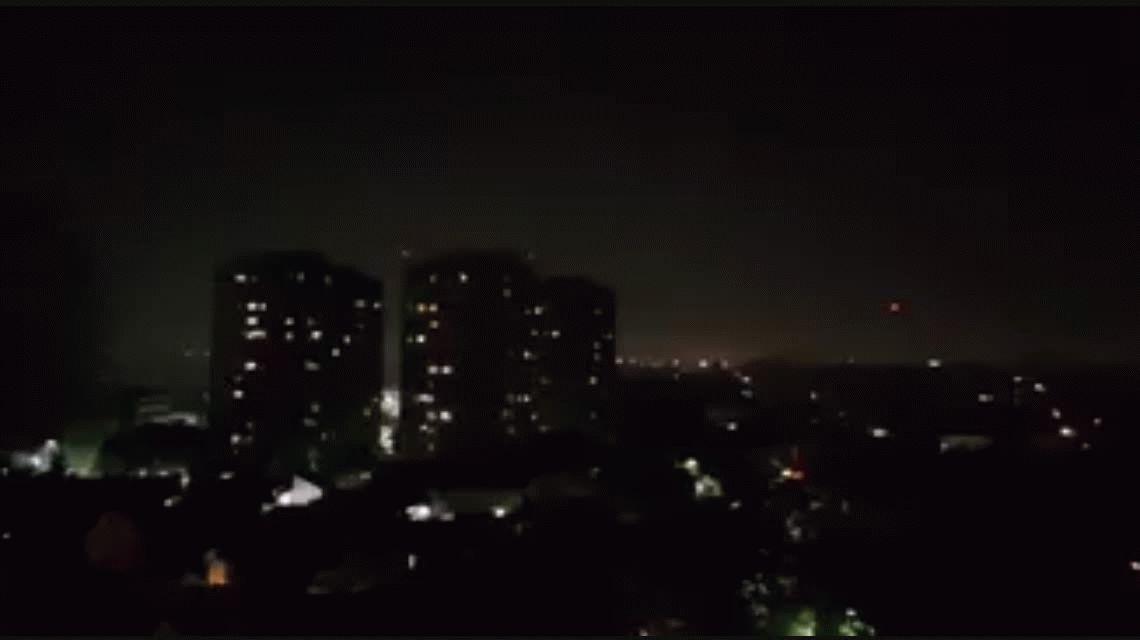 Por quema de pastizales, una densa columna de humo invadió la Ciudad