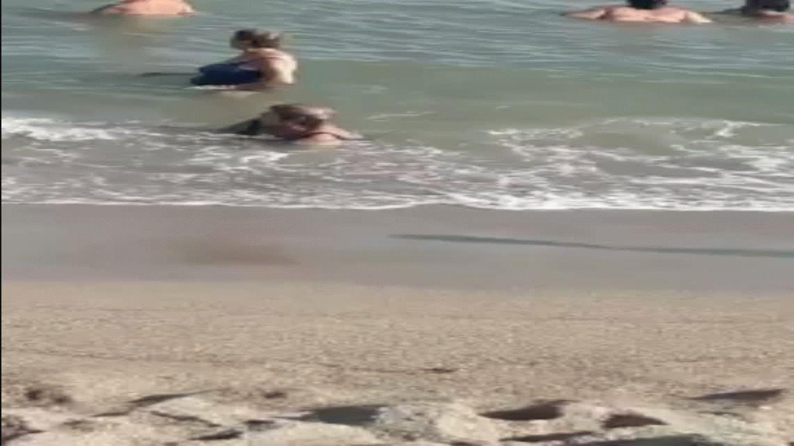 Dos señoras en la playa hicieron el blooper del verano del que todos hablan
