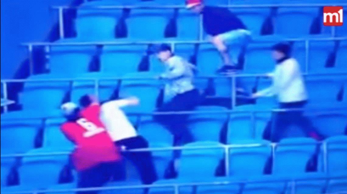 Así golpearon brutalmente a un barra de Independiente en Porto Alegre