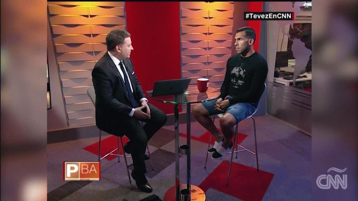En medio de la polémica y los cantitos, Tevez defendió a Macri