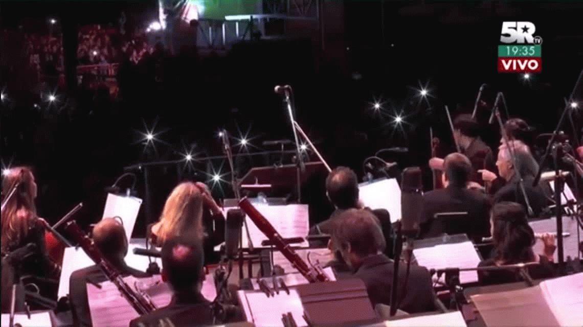 Una multitud bailó cumbia santafesina sinfónica en el Obelisco con Los Palmeras