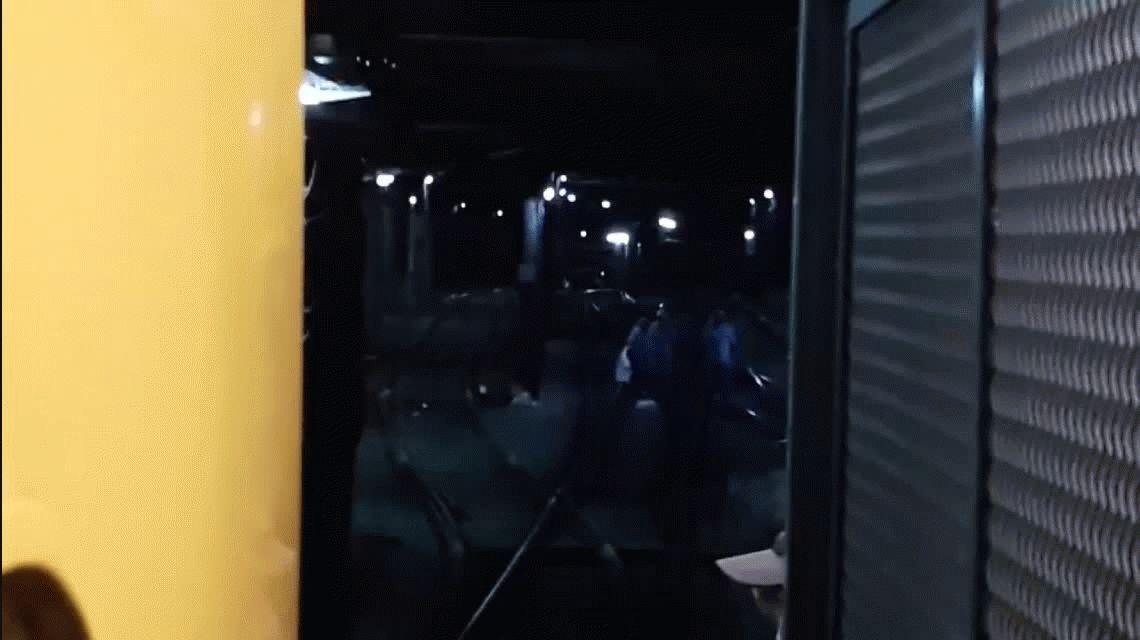 Una trabajadora del subte se sentó en las vías de la línea C y paró todo el servicio