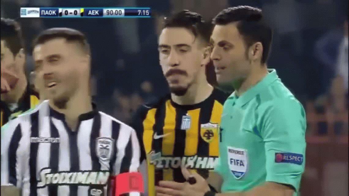 El presidente del PAOK entró armado a reclamarle al árbitro y ahora pidió disculpas