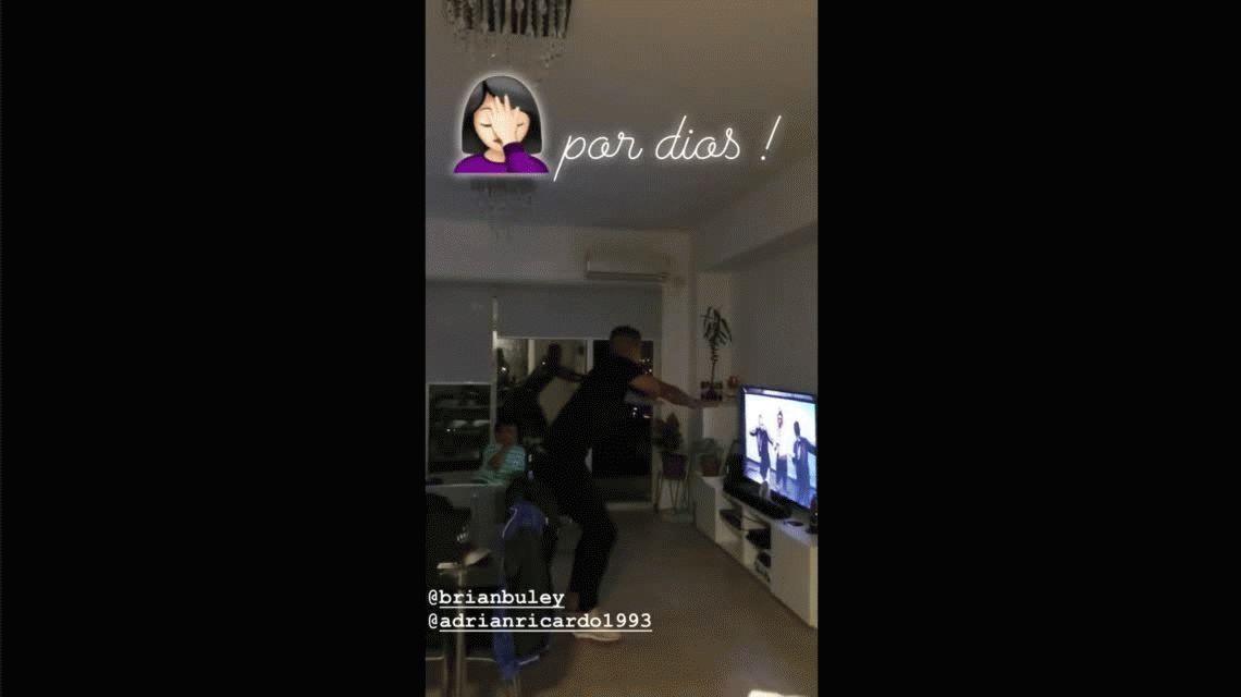 Tras el incidente, Ricardo Centurión baila en su casa con un actor de El Marginal