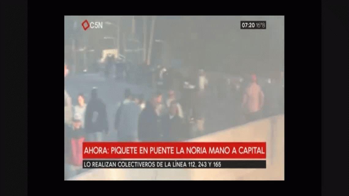 Colectiveros realizan un sorpresivo corte en Puente La Noria
