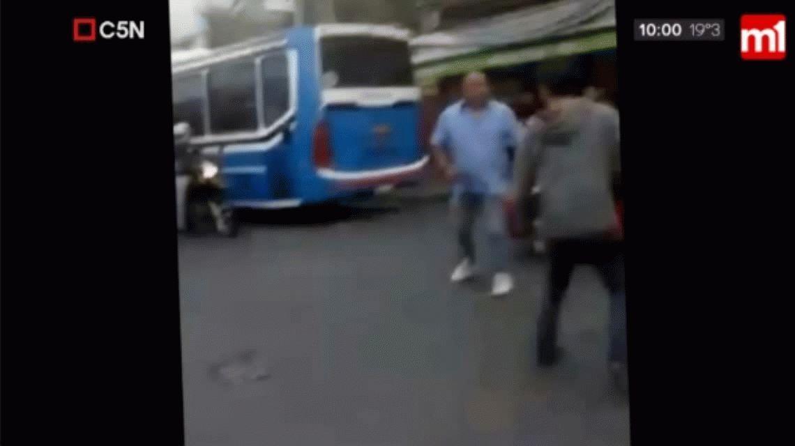 Ciudadela: un colectivero se agarró a trompadas con un ciclista
