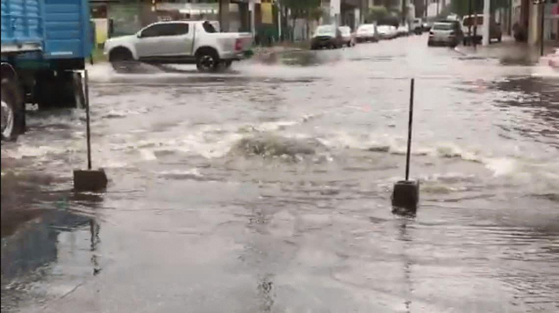 Mar del Plata bajo agua: suspendieron las clases y hay cortes de energía