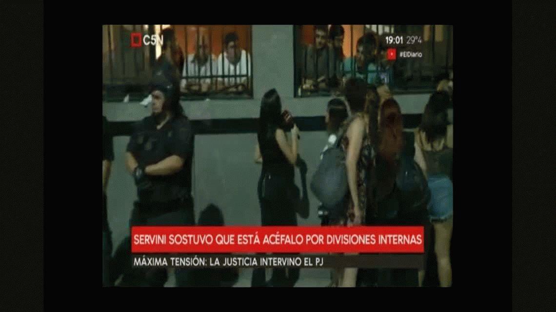 La Policía bloqueó la sede del PJ y Gioja resistió en su despacho