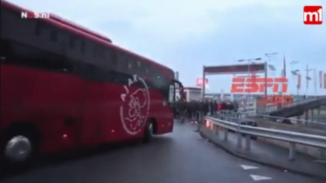 La barra del Ajax apretó al plantel tras la goleada sufrida ante PSV