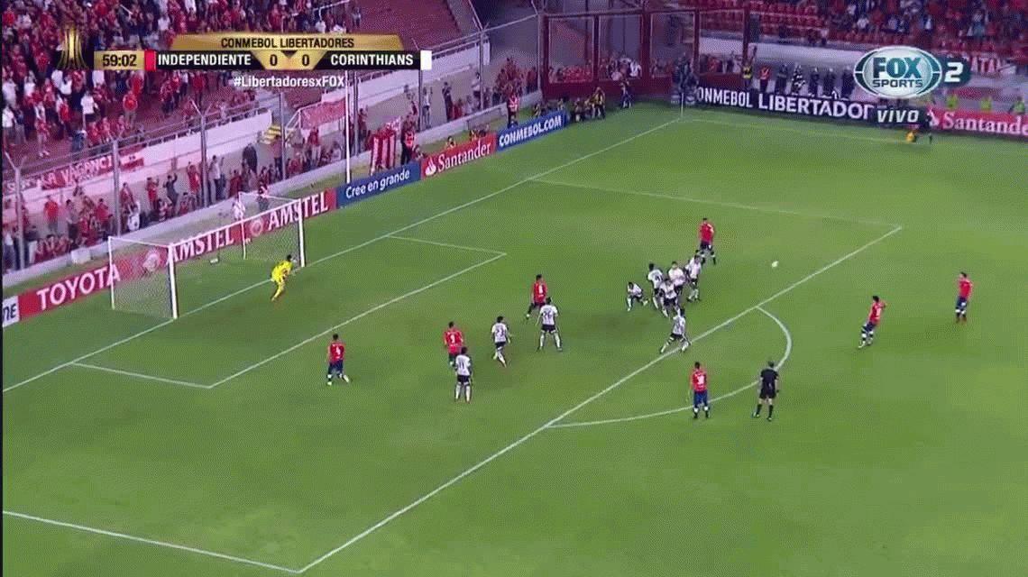Ahora le tocó a Independiente: las jugadas ante Corinthians por las que explotan de furia