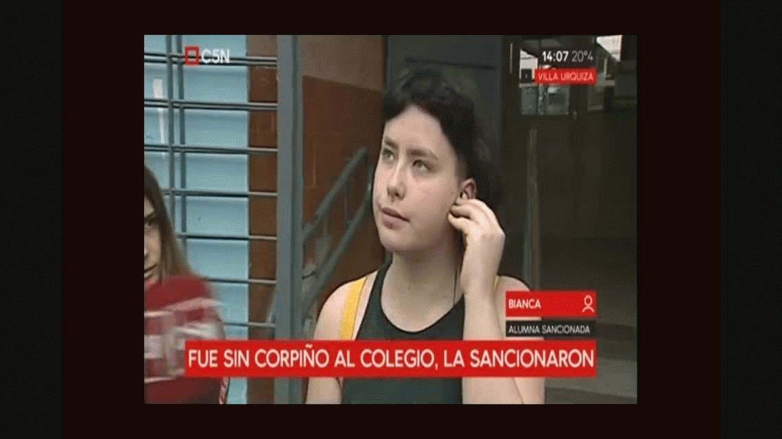 Un colegio de Villa Urquiza sancionó a una alumna por ir sin corpiño
