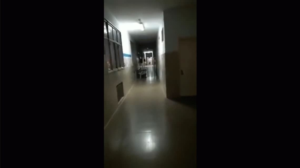 VIDEO: ¿Un nene fantasma juega a las escondidas en el Hospital Posadas?