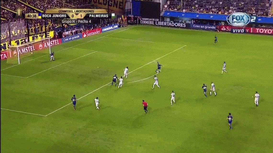 ¡Era por el medio! El increíble gol que se comió Wanchope Ábila
