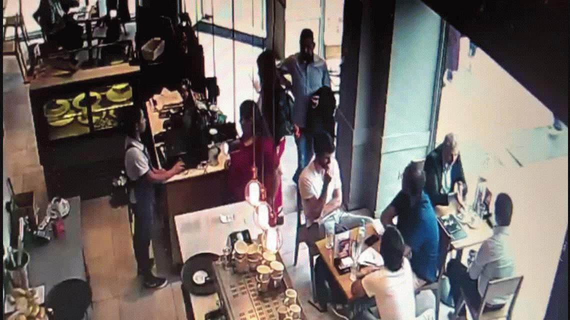 VIDEO: Así de fácil le robaron una notebook de un local de Café Martínez