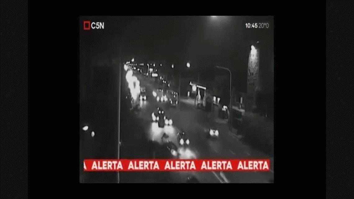VIDEO: Impresionante choque de dos autos en Avellaneda