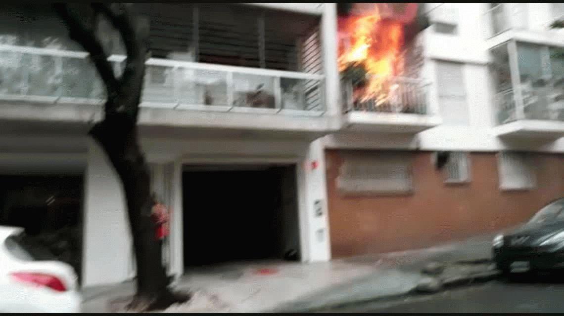 Se incendió un departamento en Palermo y el video es impresionante