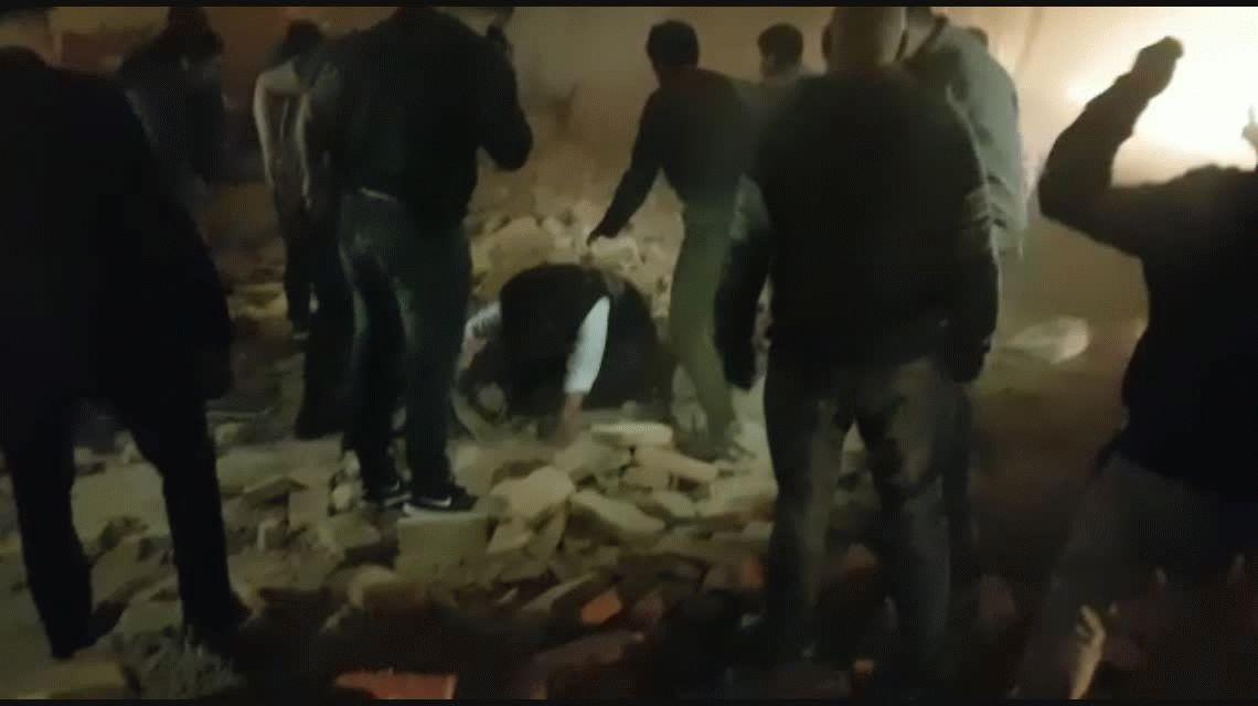Se derrumbó un antiguo cine - teatro en San Miguel de Tucumán: hay al menos tres muertos
