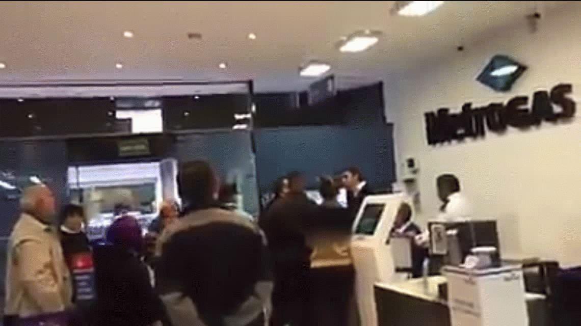 Impactante: los videos del trágico derrumbe en el teatro tucumano