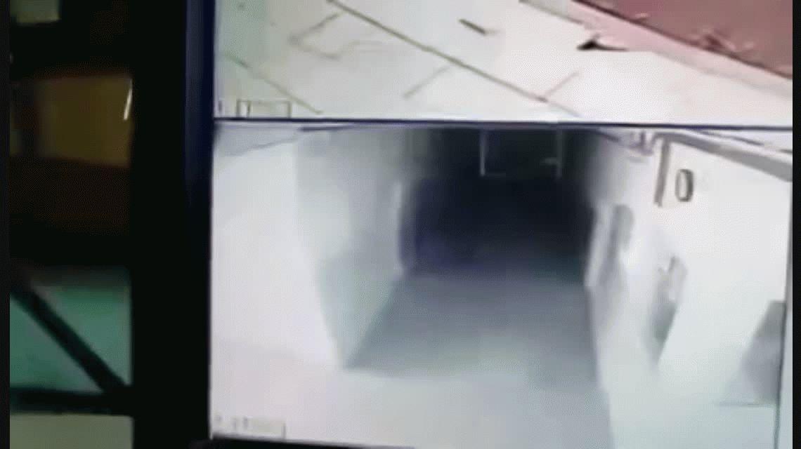 Serbia: cámaras de seguridad grabaron a un fantasma en una comisaría