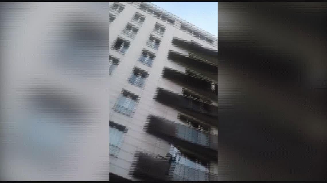 El niño que colgaba del balcón en Paris se quedó solo porque su papá estaba jugando al Pokemon Go