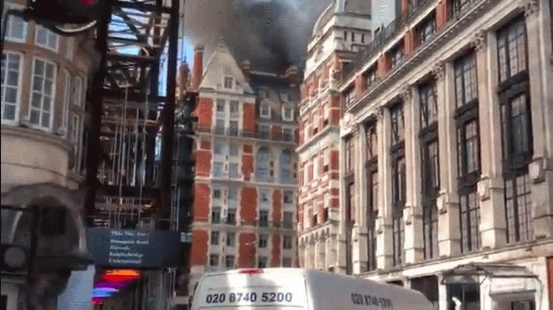 Inglaterra: se incendió un lujoso hotel en el centro de Londres