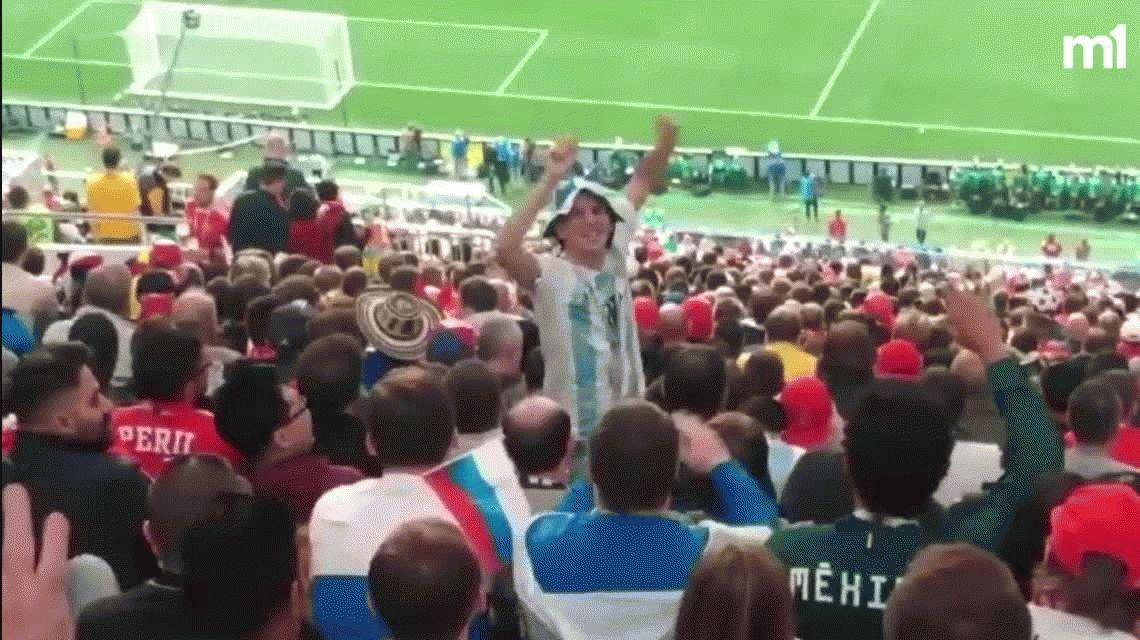 Picante cruce entre un hincha argentino y un brasilero en la apertura del Mundial