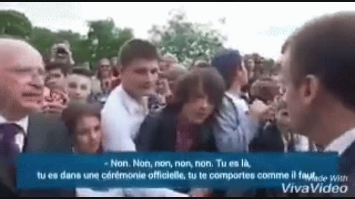 Emmanuel Macron se cruzó con un adolescente