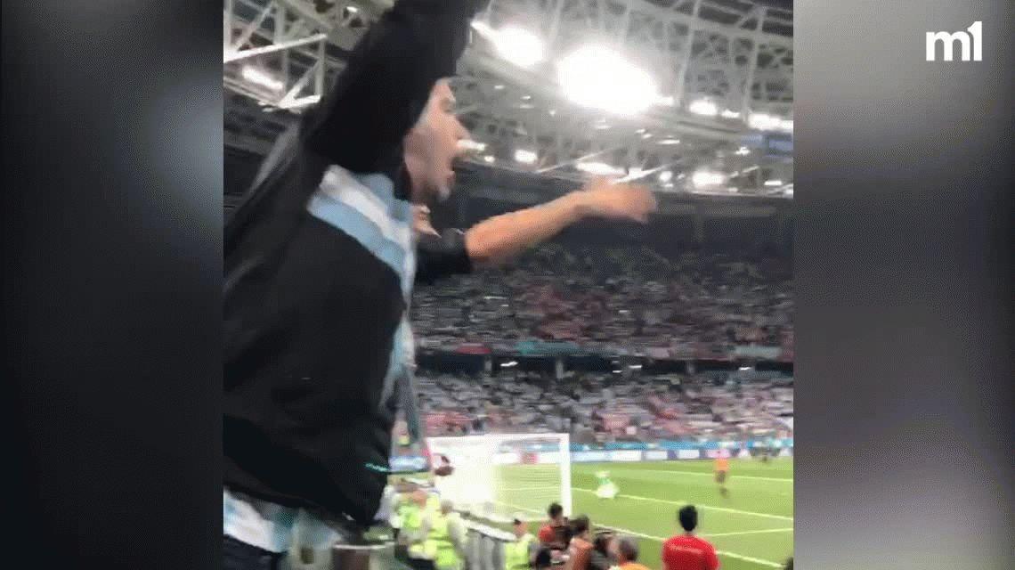 Sampaoli botón, sos un hijo de p...: así estallaron los hinchas Argentinos en Rusia