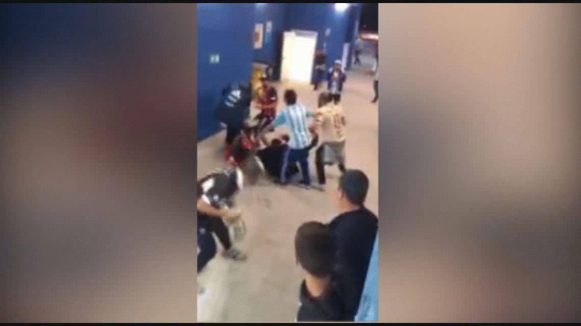 VIDEO: brutal golpiza de hinchas argentinos a croatas en Nizhni Nóvgorod