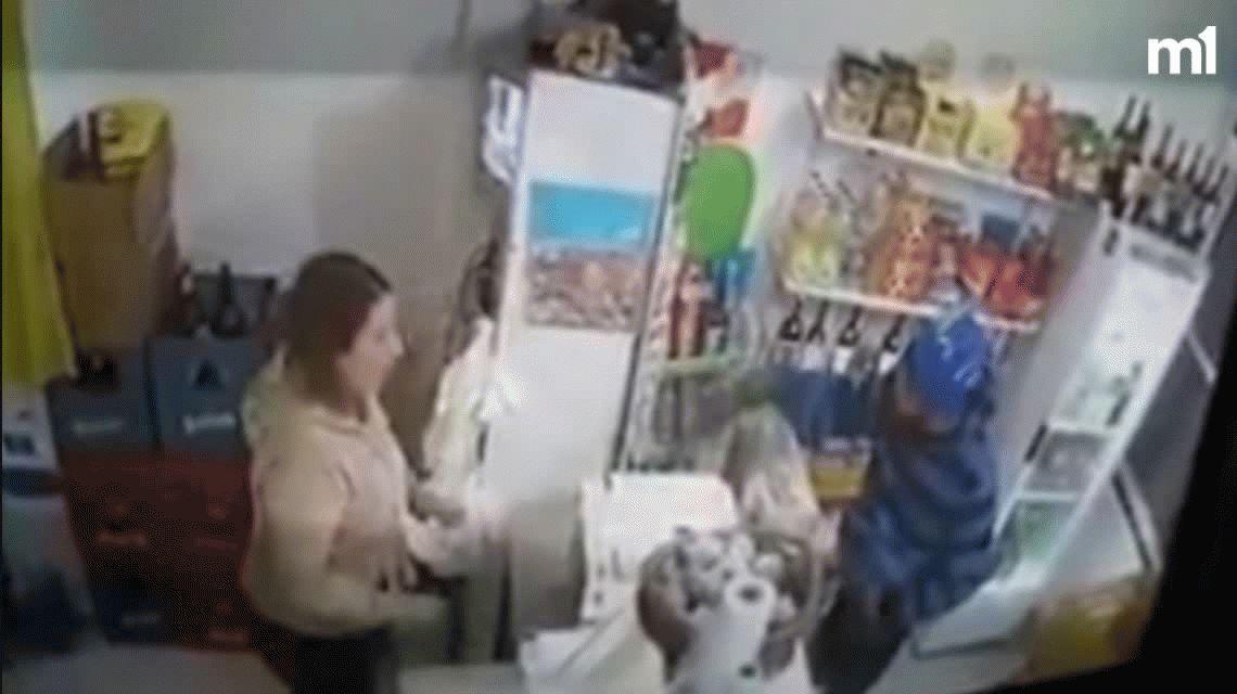 Entró a robar con una nota: Por favor necesito 1500 pesos o te doy un tiro