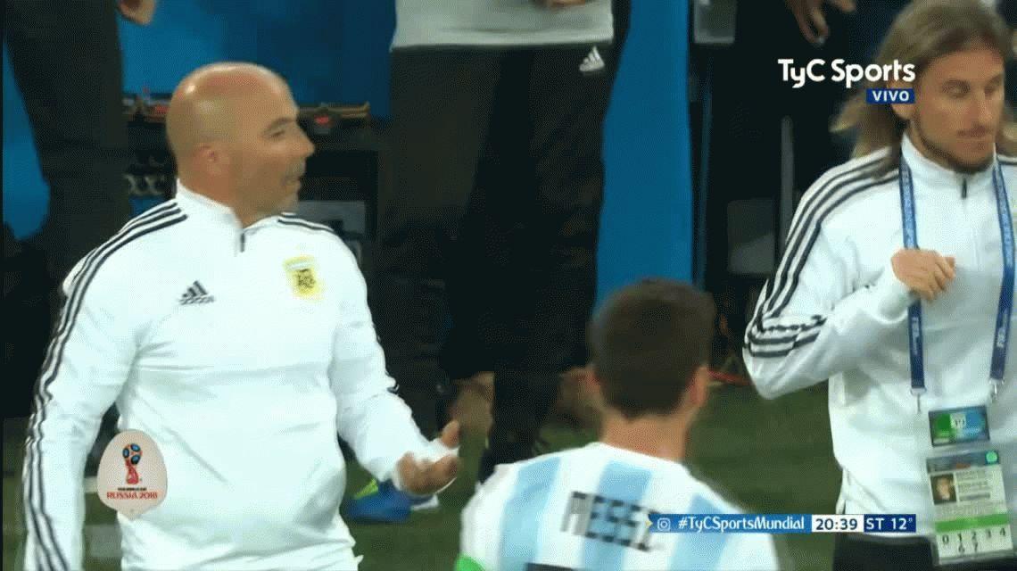 VIDEO: ¿Sampaoli le consultó a Messi cuándo hacer un cambio?