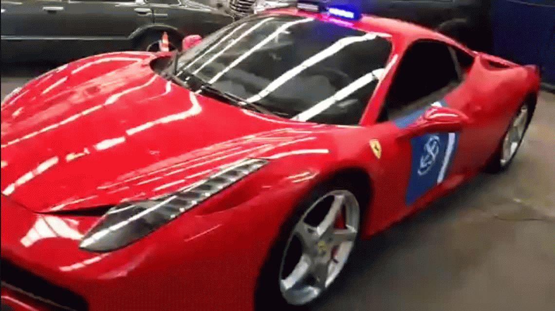 La Prefectura Naval incorporó a una Ferrari a su flota de patrulleros