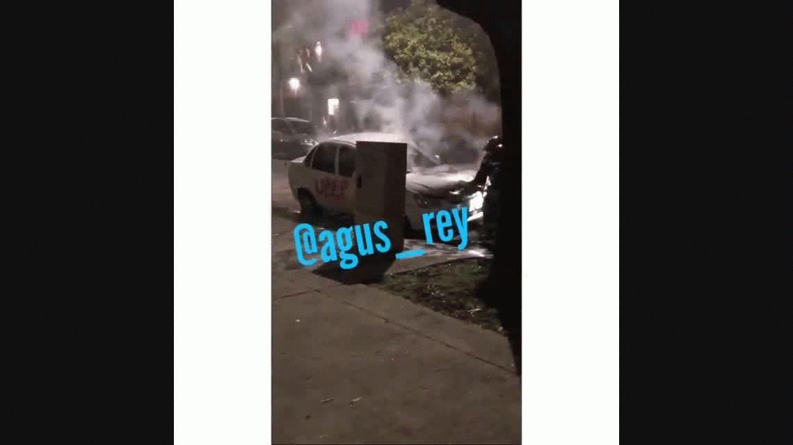 Otra vez los caza Uber: prendieron fuego un auto en Villa Devoto