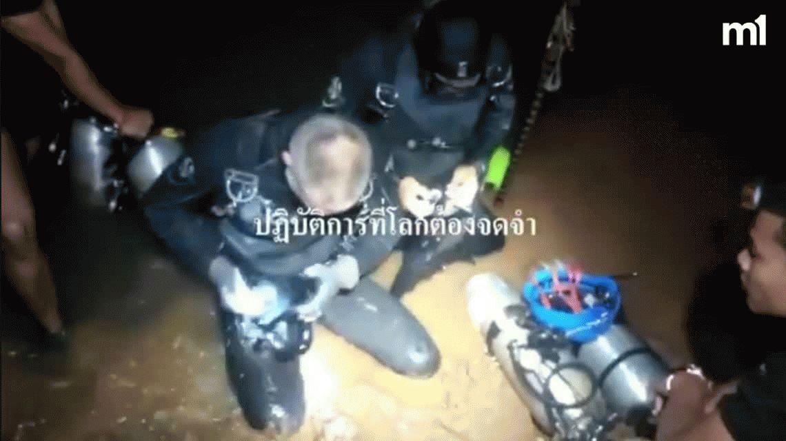 Impresionante video del rescate de los chicos atrapados en una cueva de Tailandia