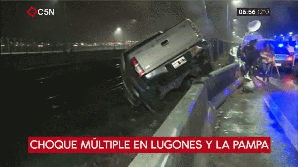 Choque múltiple en Lugones y Pampa: una camioneta terminó en las vías del Belgrano Norte