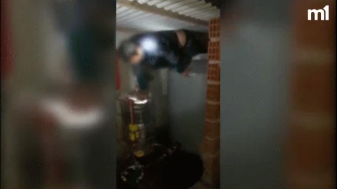 Un jefe narco se escondió de la policía en un tanque de agua pero lo pescaron