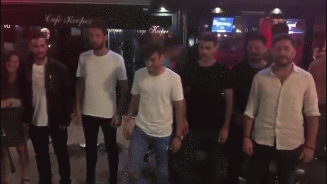 No se olvida de Independiente: Tagliafico hizo el saludo místico en pleno Amsterdam
