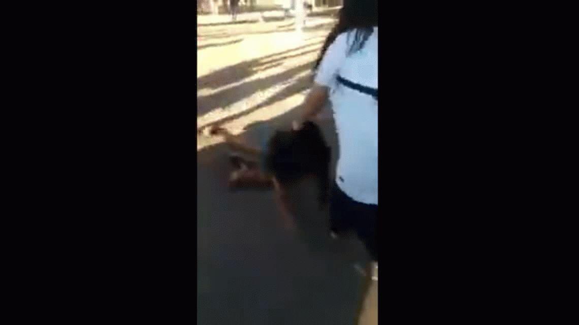Una amiga de la embarazada Pro vida también se filmó pegándole a otras chicas